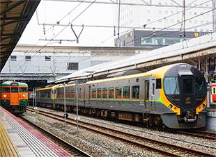 電車、線路の写真